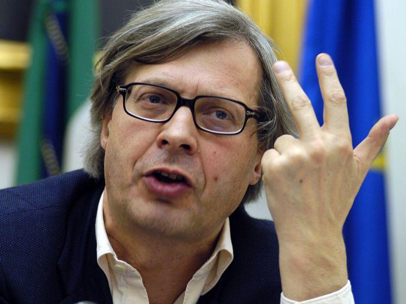 """Una Infermiera scrive a Vittorio Sgarbi: """"si vergogni!"""""""