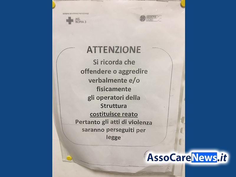 Continuano le aggressioni nei confronti del personale sanitario: a Fiumicino cartelli invitano a non picchiarli!