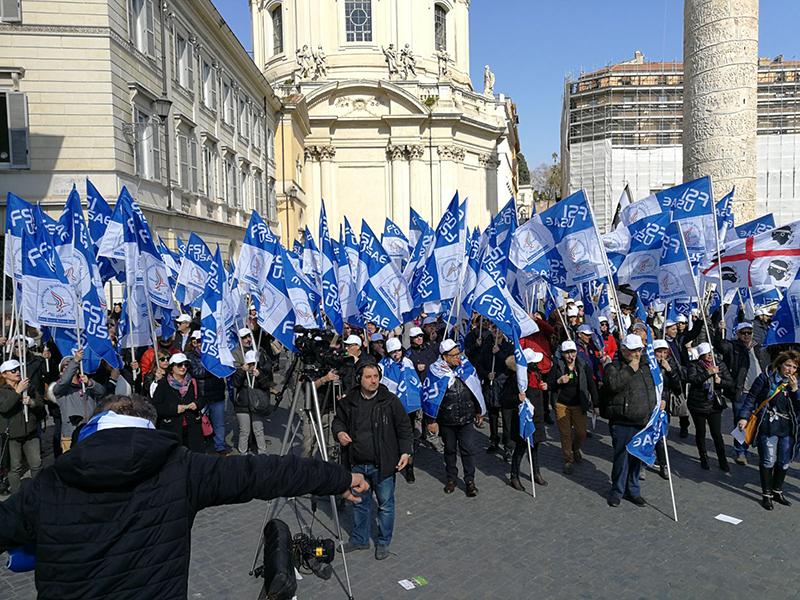 Antonio Patrizio (FSI-USAE) esulta per il brillante risultato ottenuto dal suo sindacato a Foggia.