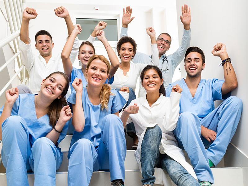 Primo Maggio: Infermieri, Oss e Professionisti Sanitari a Napoli per la festa dei lavoratori!
