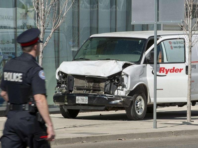 Il furgone usato per l'attacco: arrestato l'uomo!