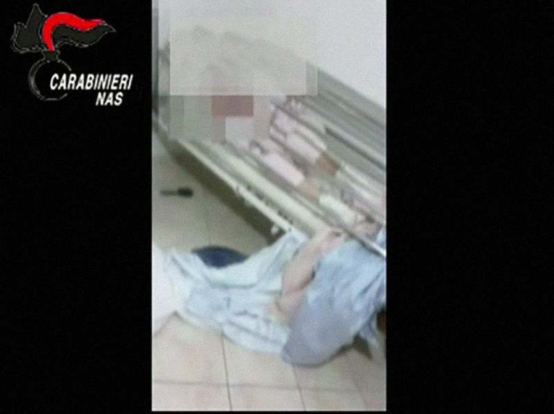 OSS arrestati dai Carabinieri: maltrattavano anziana a Latina.