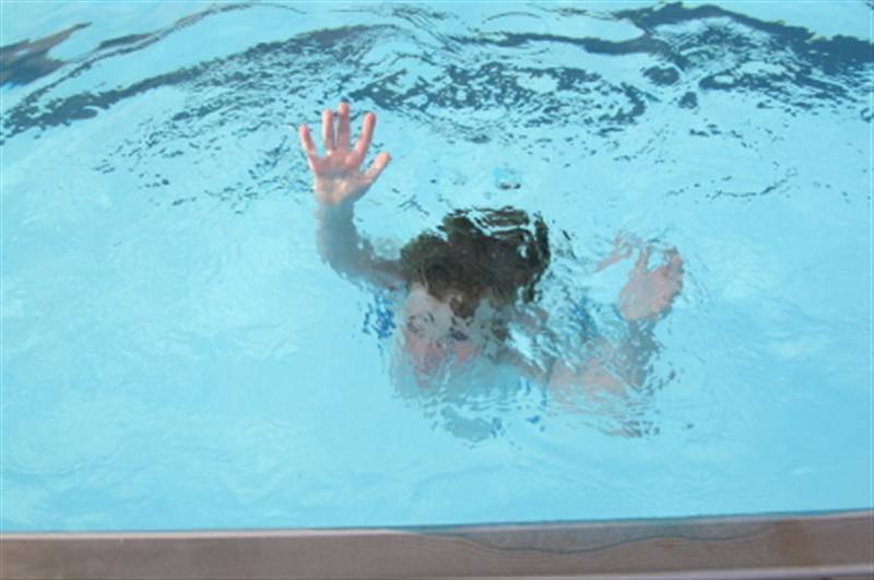 Due Infermieri di Pavia salvano per caso bimbo a Savona: stava annegando in piscina a Borgio Verezzi.