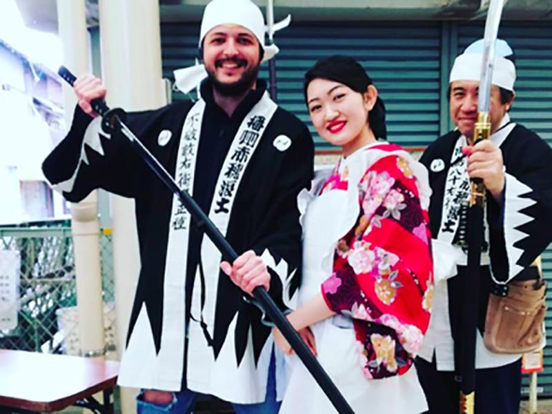 Cristian Fermani durante una visita in Giappone: girare il mondo è tra le prerogative di chi sceglie di fare l'Infermiere sulle Navi da Crociera.