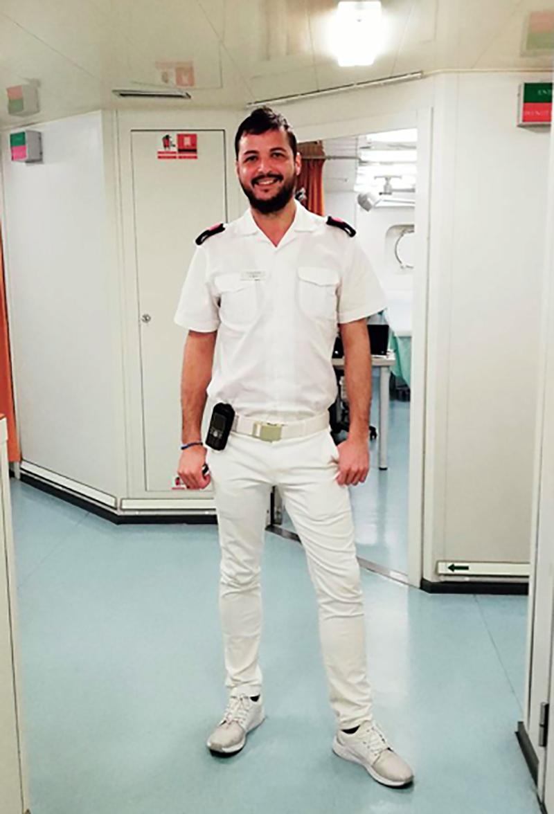 Cristian Fermani, Infermiere sulle navi da crociera.