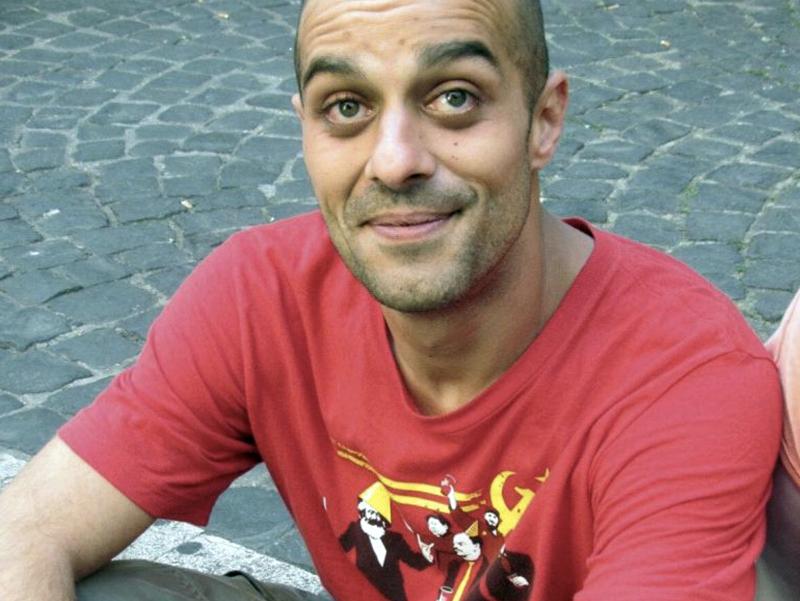 Infermiere muore cadendo da balcone: suicidio, malore o altro? E' Marco Nobrisi.