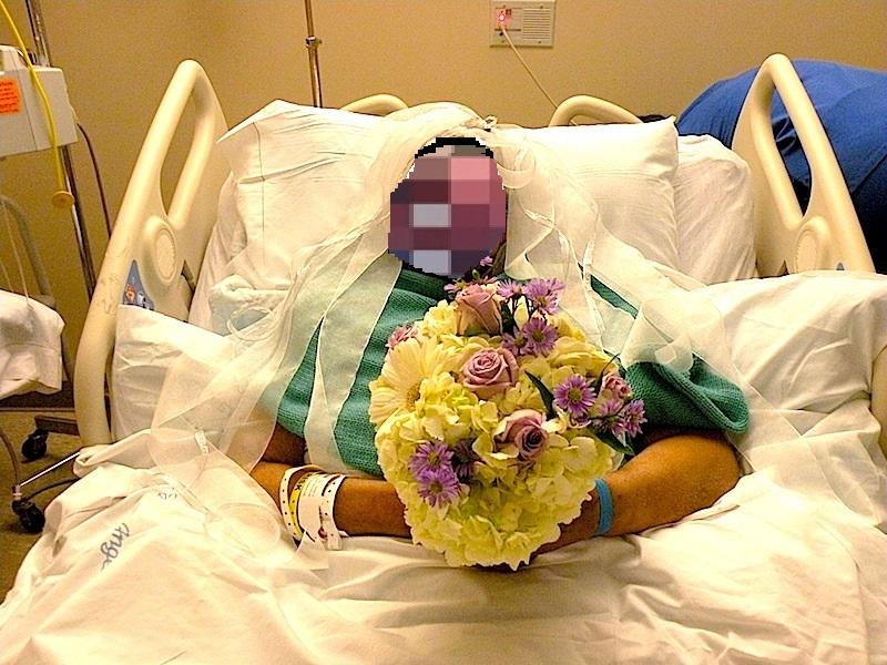Malata di tumore, si sposa in ospedale il giorno prima di morire!