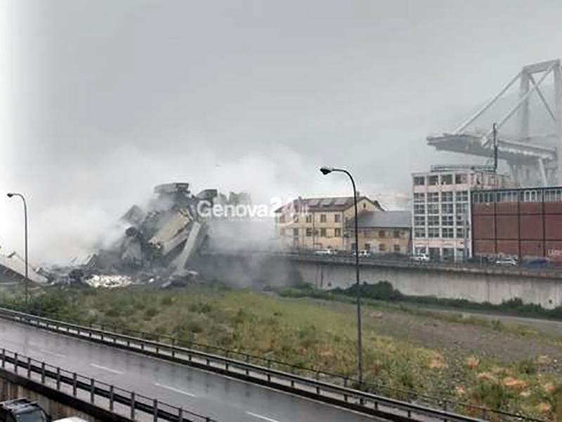 Crolla Ponte Morandi a Genova: si cercano feriti o vittime.