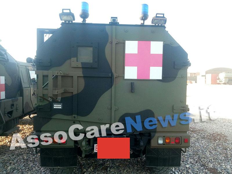 Un'ambulanza militare. Non possiamo svelarvi per ovvie ragioni di segretezza in quale campo di pace ci troviamo.