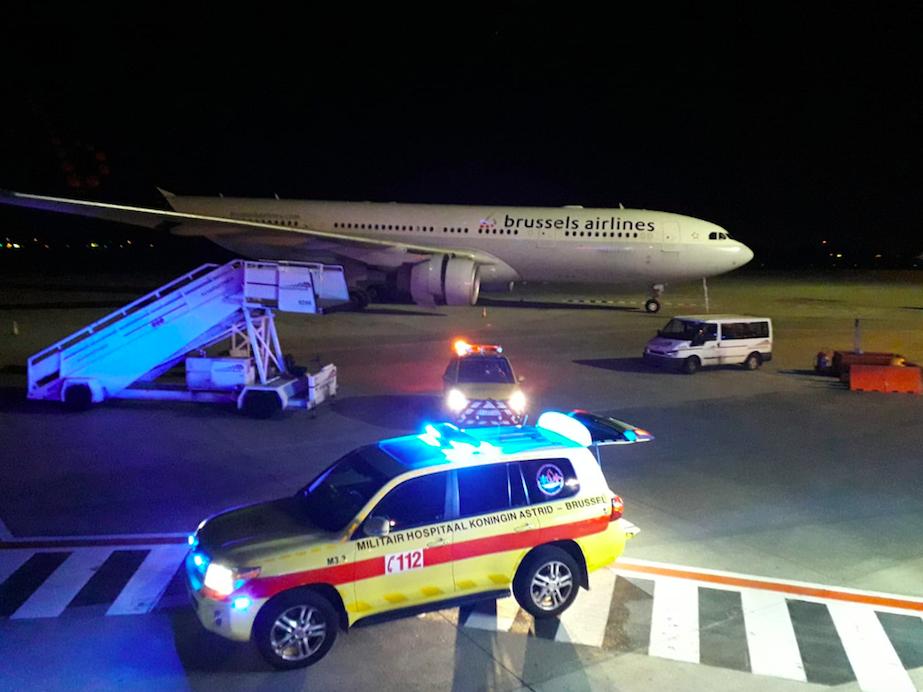 Infarto ad alta quota: tre Infermieri salvano paziente su aereo.