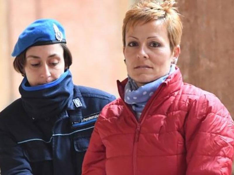 L'infermiera-killer Daniela Poggiali inguaia la sua ex-Caposala e il suo ex-Primario, anche loro alla sbarra!