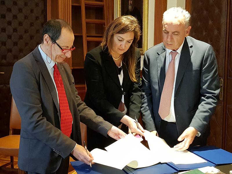 Da sinistra il Presidente del Consiglio Nazionale Forense Andrea Mascherin, la Presidente della Federazione nazionale delle professioni infermieristiche Barbara Mangiacavalli, il Vicepresidente del Consiglio Superiore della Magistratura Giovanni Legnini.