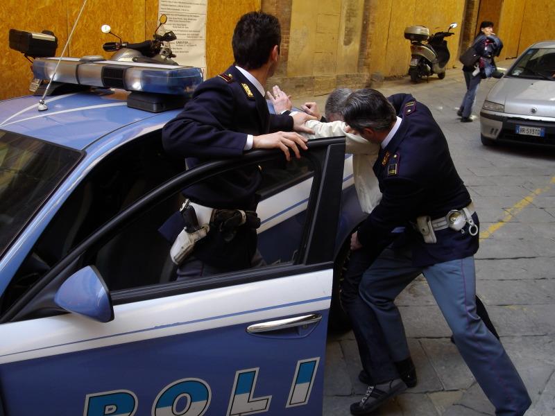 arresto polizia oss molestia sessuale