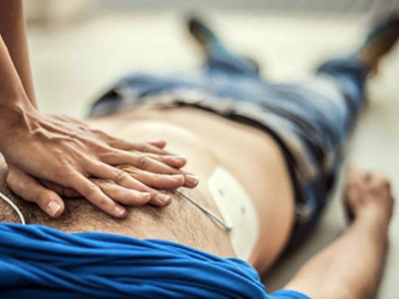 Studentessa Infermiera salva uomo da arresto cardiaco: era il papà!