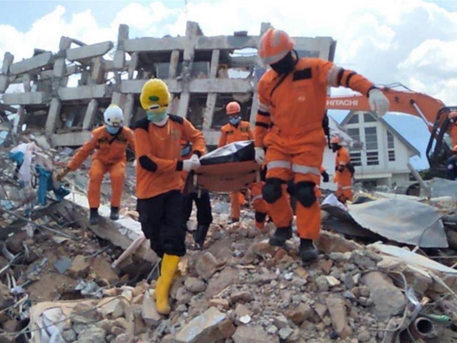 1407 morti per terremoto, vulcano, tsunami in Indonesia: emergenza sanitaria.