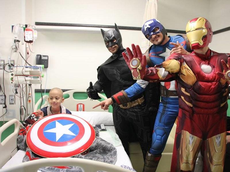 Vestirsi da supereroi per far ridere un bambino!