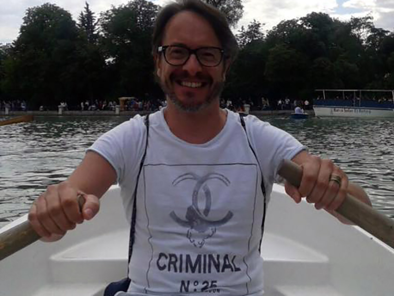 Aurelio Filippini naviga tutti i giorni e ha deciso con il suo OPI di sostenere le vittime delle aggressioni mediatiche mediante i social.