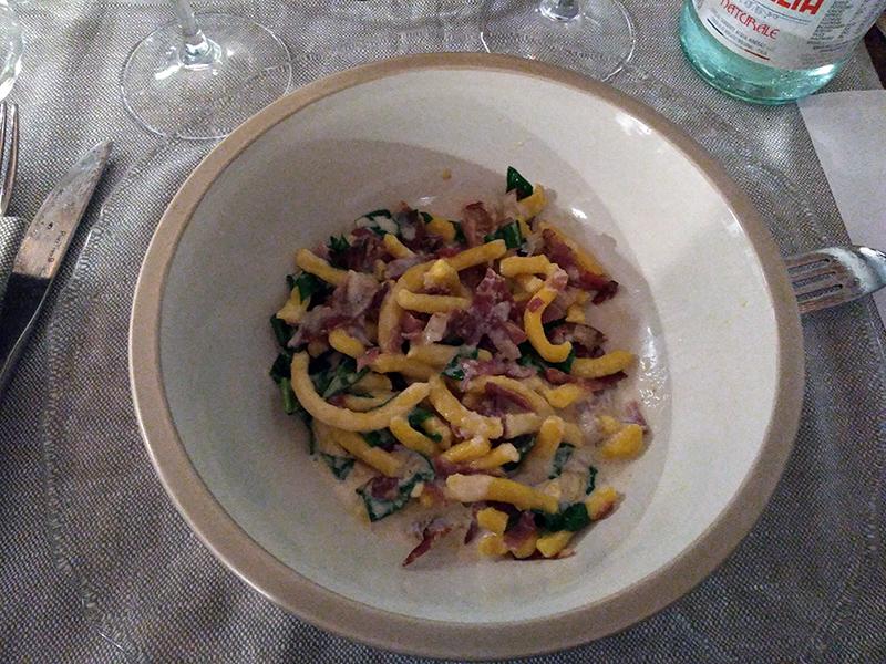 Passatelli romagnoli con capocollo e spinaci su crema di parmigiano affumicato.