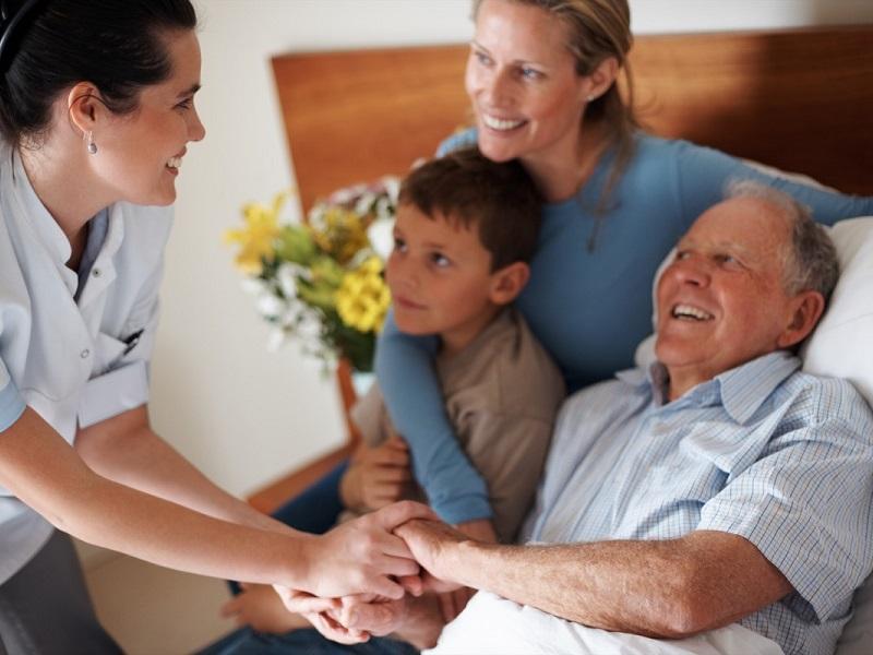 Infermiere di Famiglia: l'OMS lo lancia nel 1974, in Italia si attende una Legge che lo istituisca.