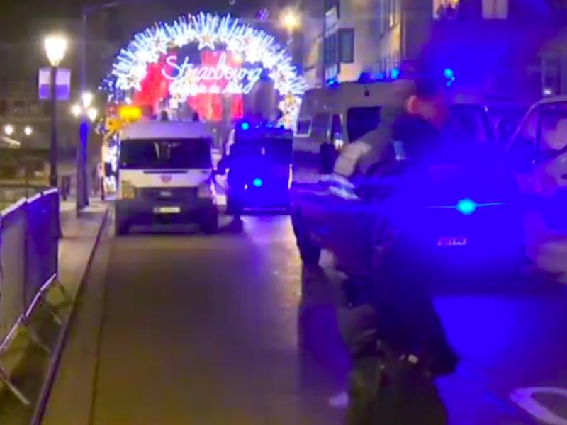 Spari sui mercatini natalizi di Strasburgo: morti e feriti. Killer in fuga!