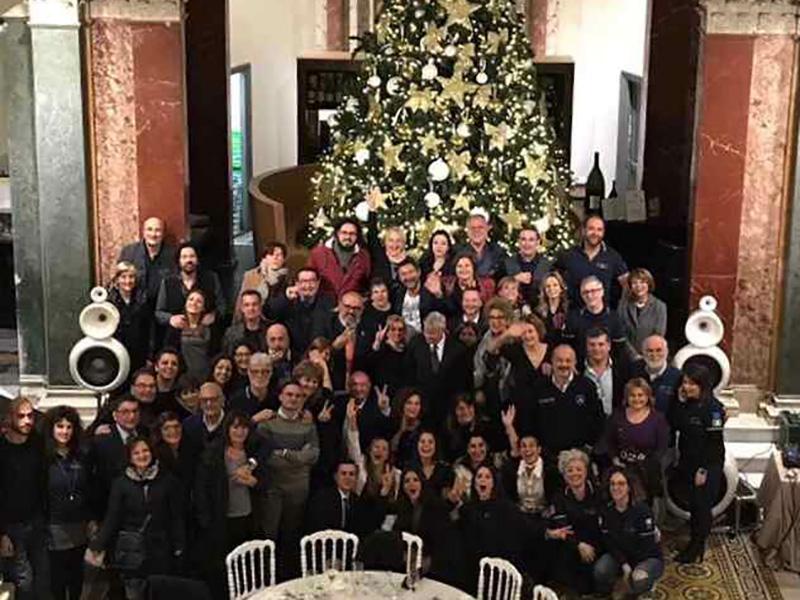 Il gruppo CIVES al completo saluta gli Infermieri Italiani e augura a tutti un Buon Natale e un Felicissimo 2019.