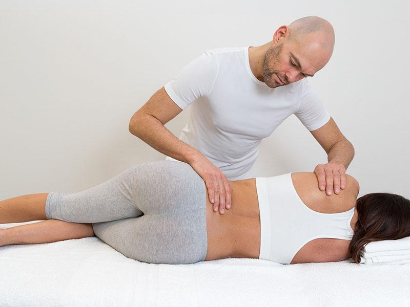 Fisioterapisti e caso Vianello: per le manipolazioni vertebrali occorre rivolgersi a veri specialisti.