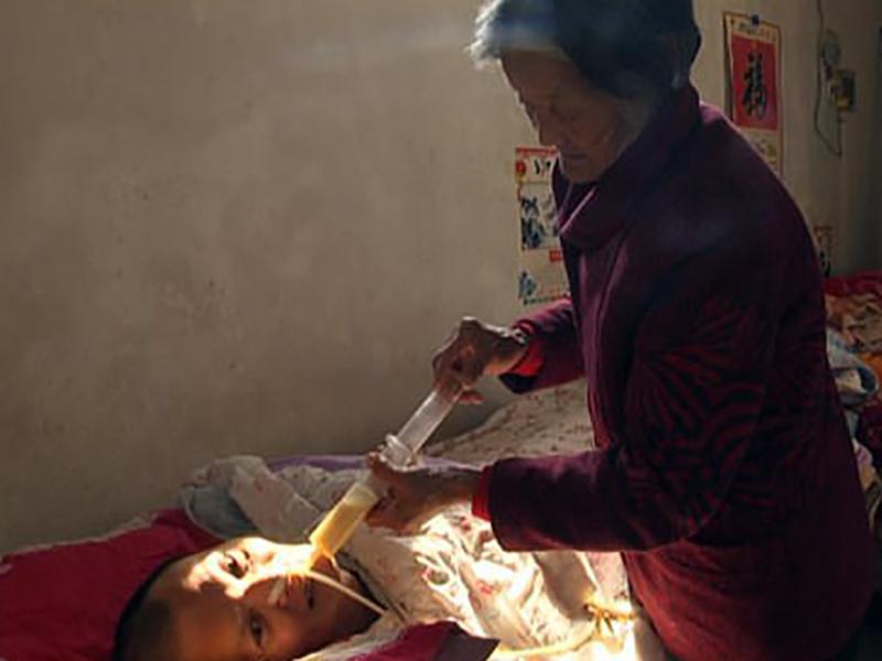 Paziente si sveglia dal coma dopo 12 anni, ad accudirlo la mamma-infermiera.