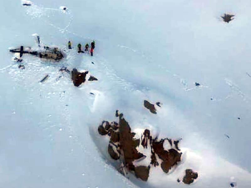 Scontro tra elicottero ed aereo da turismo: 5 morti e 2 feriti. Accaduto in Valle D'Aosta.