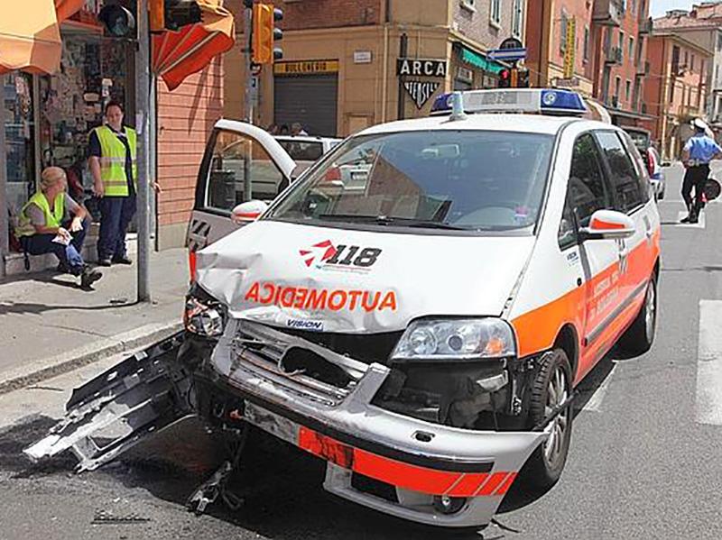 Infermieri costretti a guidare le Auto-Mediche a Bologna. Ora chiedono tutele!
