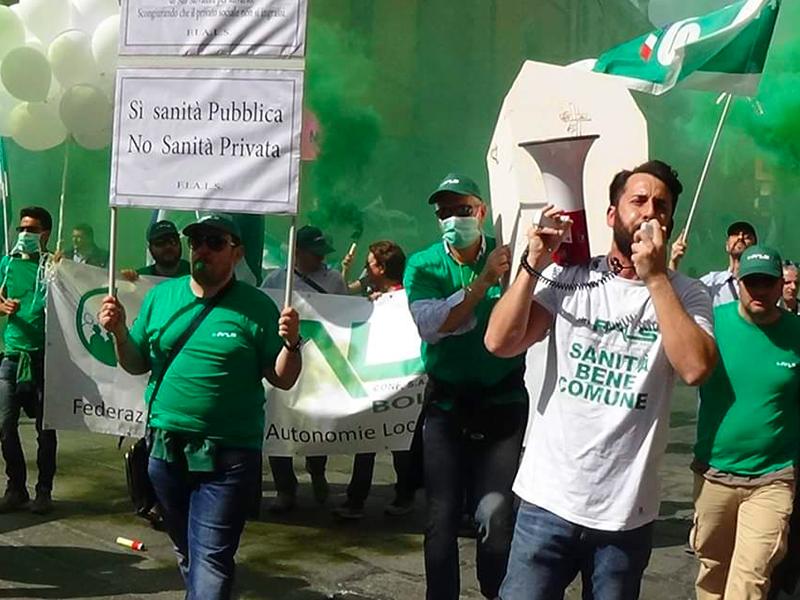 Infermieri, Ostetriche, OSS e Professioni Sanitarie in piazza a Bologna: basta sfruttamento e demansionamento.