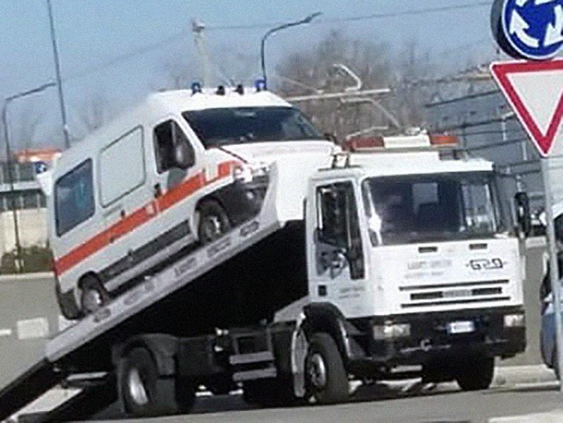 Ambulanza sequestrata a Napoli: non era assicurata. E nel resto d'Italia?