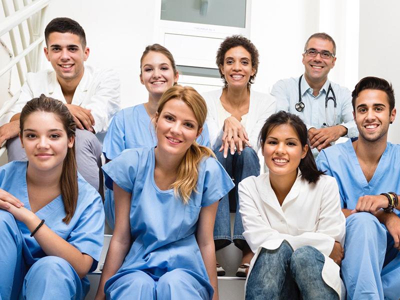 Professioni Sanitarie: obbligatorio iscriversi all'Ordine, si rischia abuso di professione!