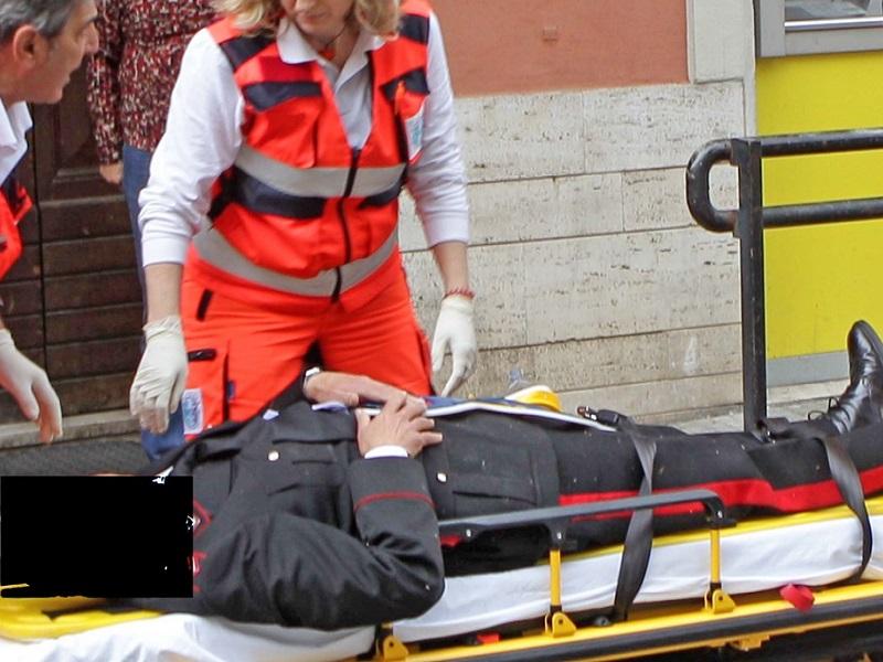 Oss picchia Carabiniere durante controllo in struttura