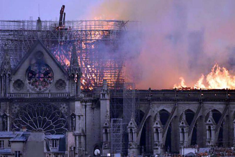 Sara, Infermiera: pochi controlli a Notre Dame de Paris, facili attentati e incendi.