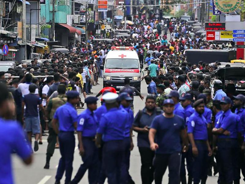 Strage in Sri Lanka: 300 morti e centinaia di feriti. Medici e Infermieri al lavoro per salvare vite.