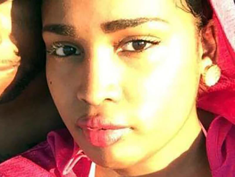 Studentessa Infermiera muore per embolia polmonare in volo, pilota rifiuta atterraggio.