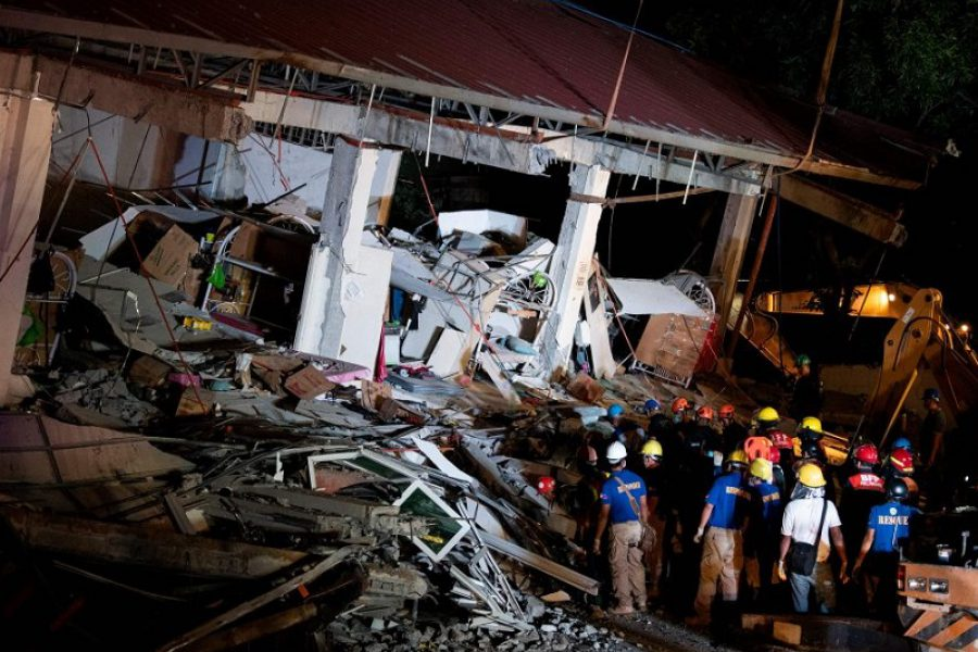 Terribile terremoto: si cercano superstiti