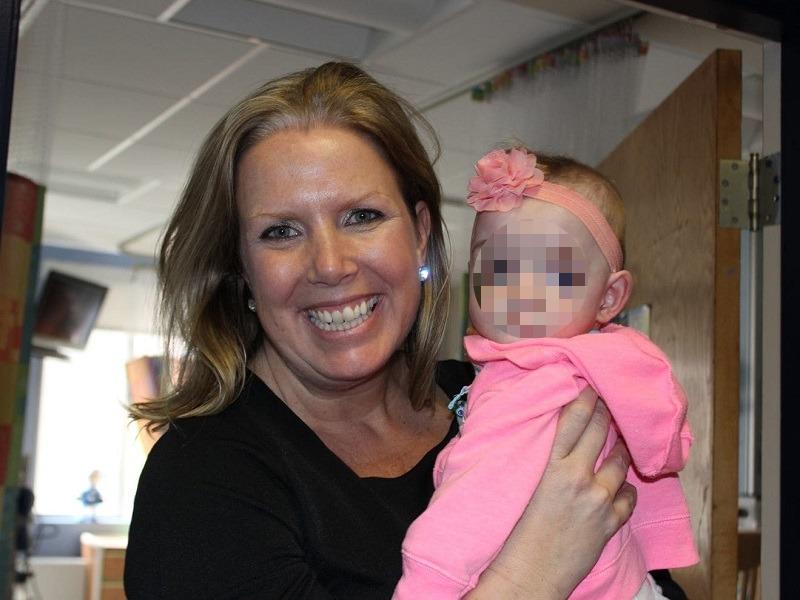 Infermiera adotta bambina abbandonata