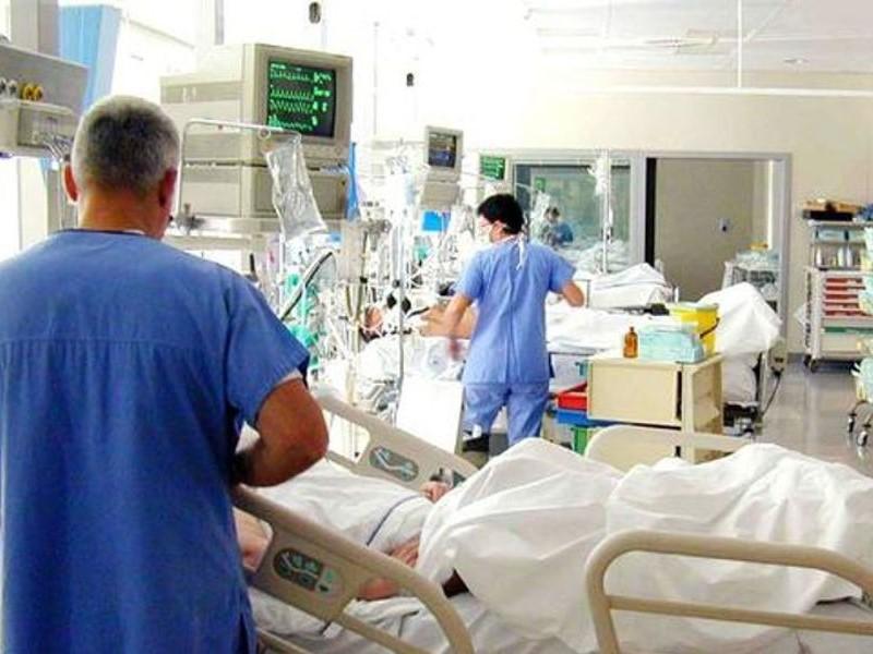 Come muoiono gli anziani? Muoiono in ospedale…