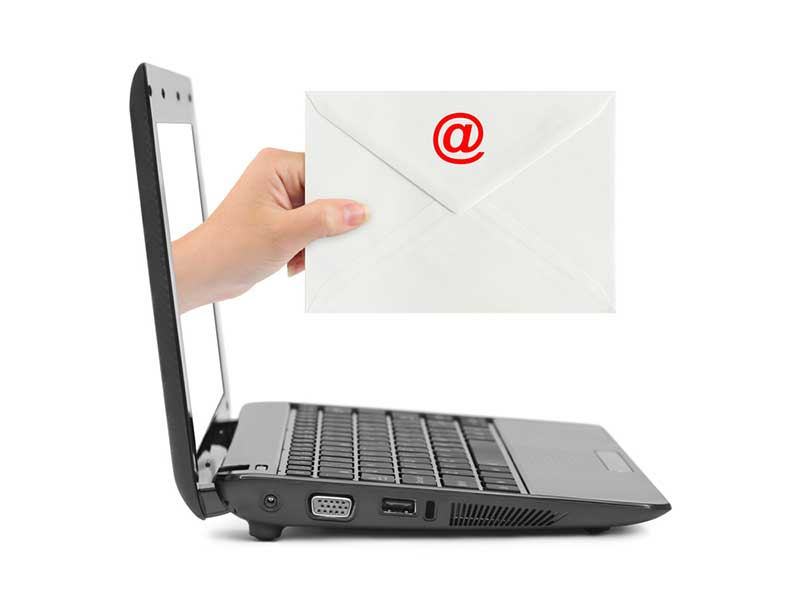Infermiere licenziato per mail: è legale?