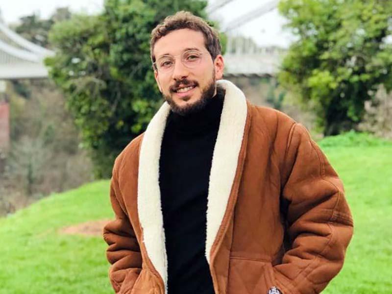 Alessandro Bria, Infermiere calabrese, 28 anni, inventore di SSNAPP APP. Grazie a lui gli scambi compensativi nel Sistema Sanitario Nazionale diventano banali!