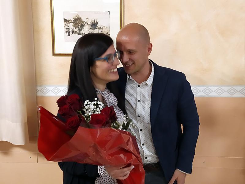 Cosetta e Antonio assieme alla vigilia del matrimonio dopo l'immancabile serenata da parte di uno 'stonatissimo' Antonio.