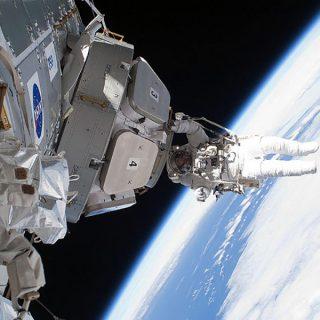 Medici, Infermieri e Professionisti Sanitari nello spazio: parte l'assalto alla Luna.