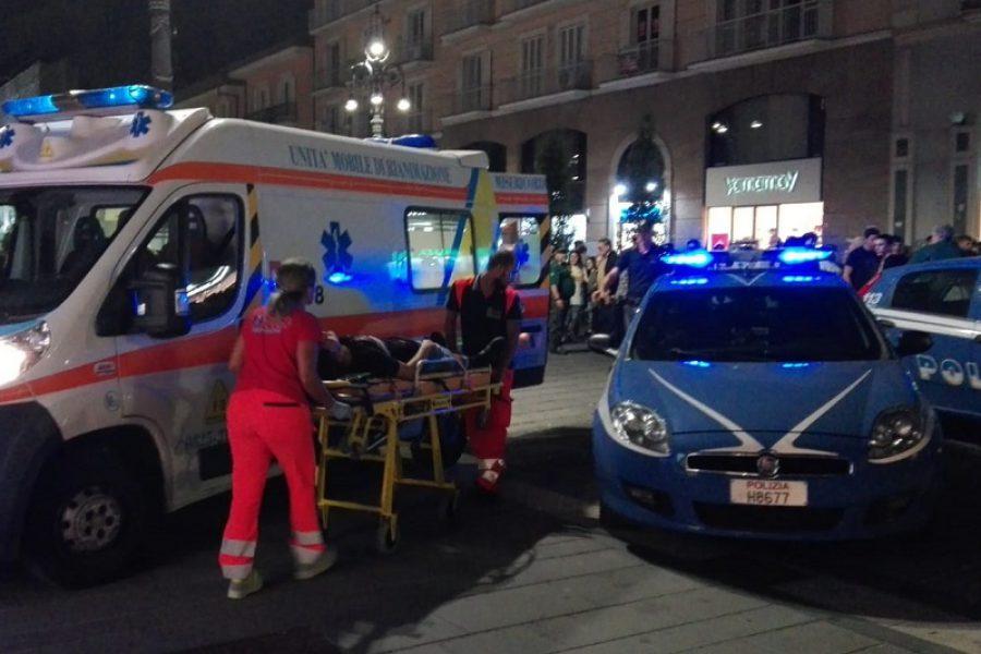 Sparatoria in strada: diversi feriti, resta grave bambina di 3 anni.