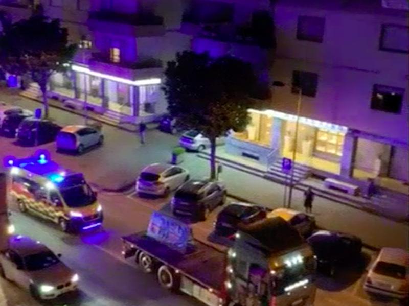 Ambulanze sfilano in corteo per sindaco PD in odore di Mafia. Polemiche in Campania.
