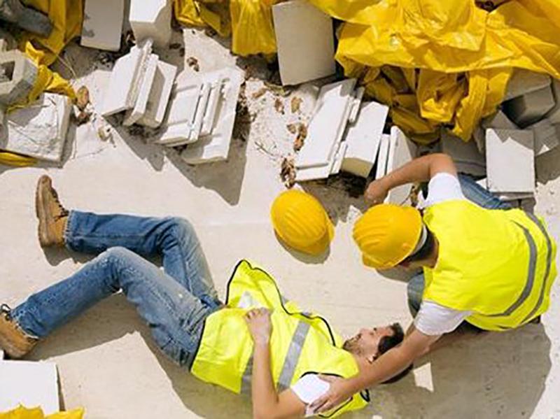 Infermieri in fabbrica: professionisti a disposizione di chi è ad alto rischio di infortuni.