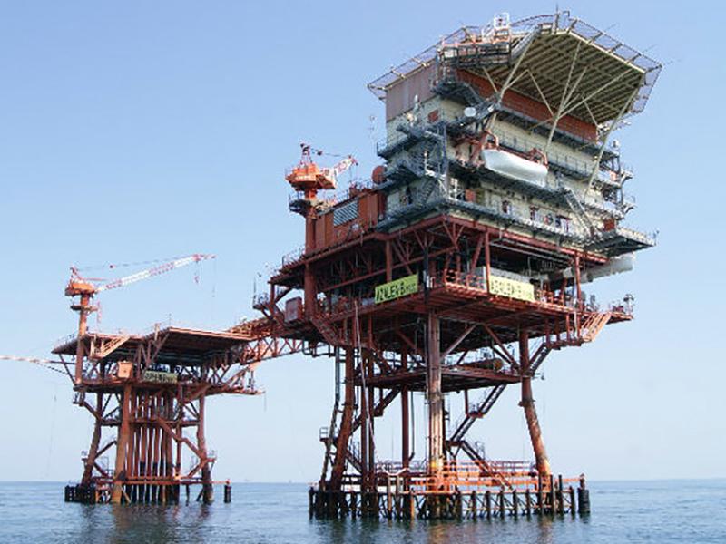 Infermieri su Piattaforme Petrolifere: azienda seleziona personale, fino a 70000 euro lo stipendio annuo.