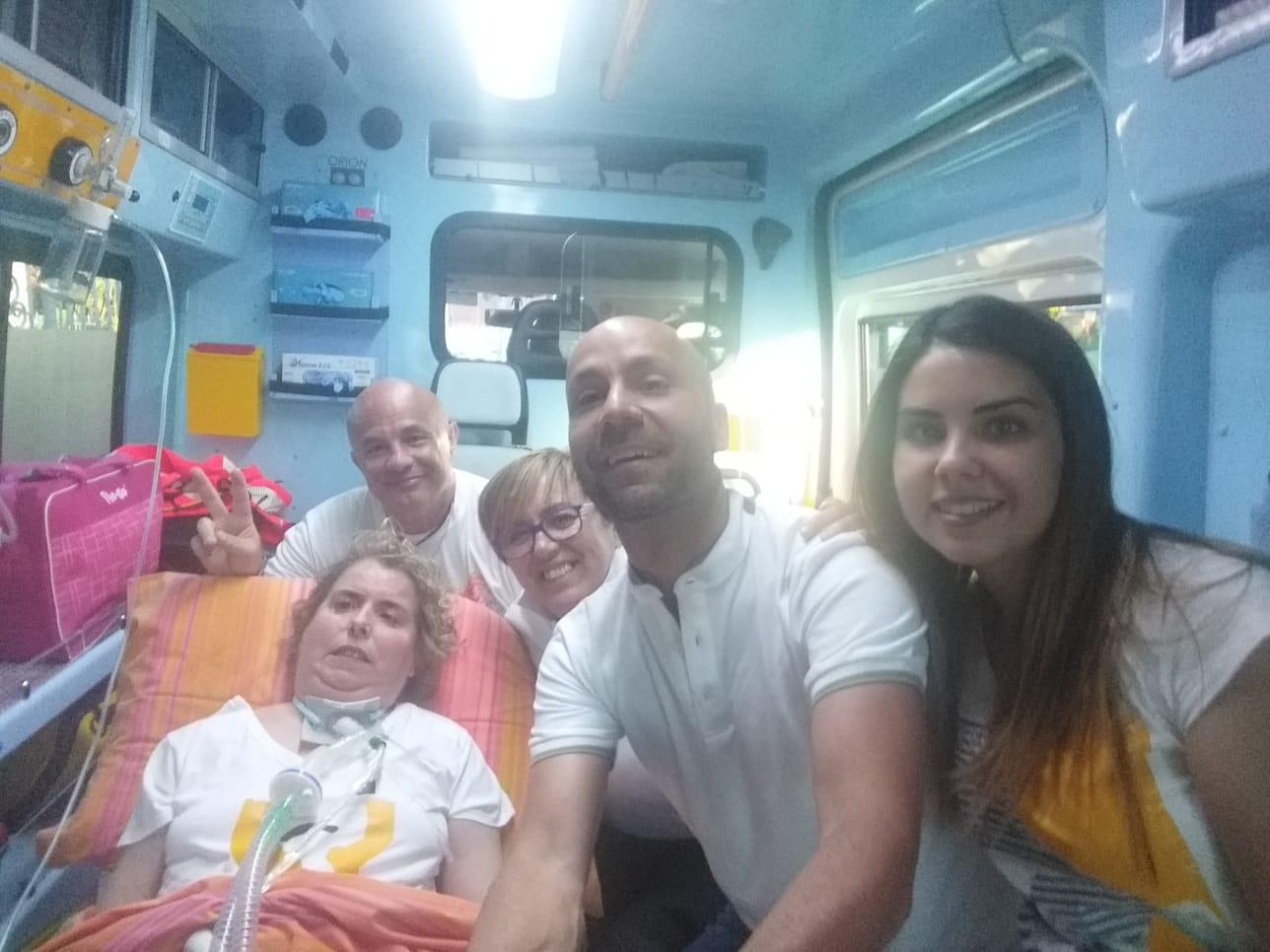 Laura Floris, affetta da sclerosi multipla, al concerto di Vasco Rossi. Medici Infermieri con lei al grande evento.