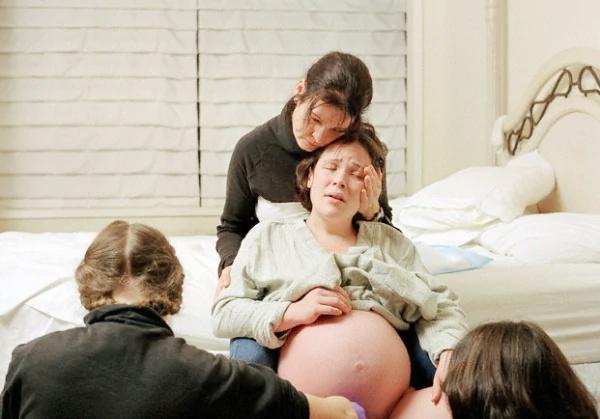 Ostetriche: occorre rivalutare il parto spontaneo in casa.