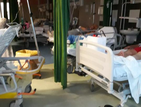 Pazienti barellati: a Napoli siamo allo sfacelo più assoluto. Parola di FSI-USAE.